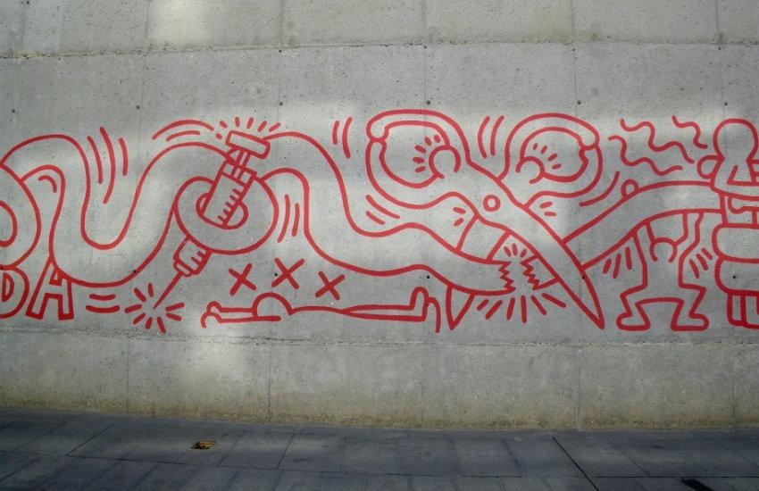 Mural de Keith Haring sobre el sida en Barcelona, España. Fotografía de PunkToad en Wikimedia Commons | 2015