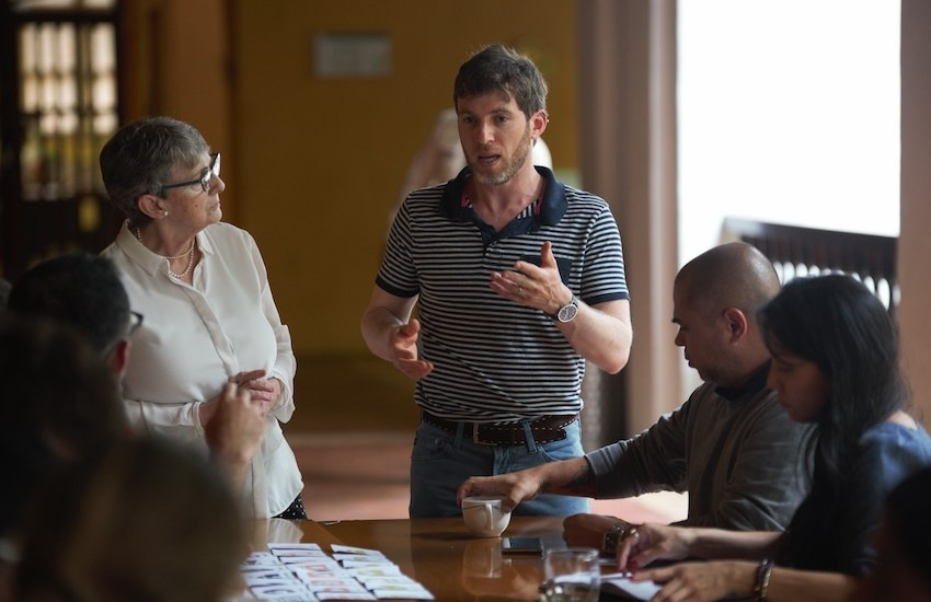 Lizza Gross, maestra del Taller de periodismo de soluciones, realizado en Cartagena, estuvo acompañada del experto invitado Gregory Scruggs –ambos miembros de la Red de Periodismo de Soluciones (SJN, por sus sigas en inglés). Foto: Emmanuel Upegui - FNPI.