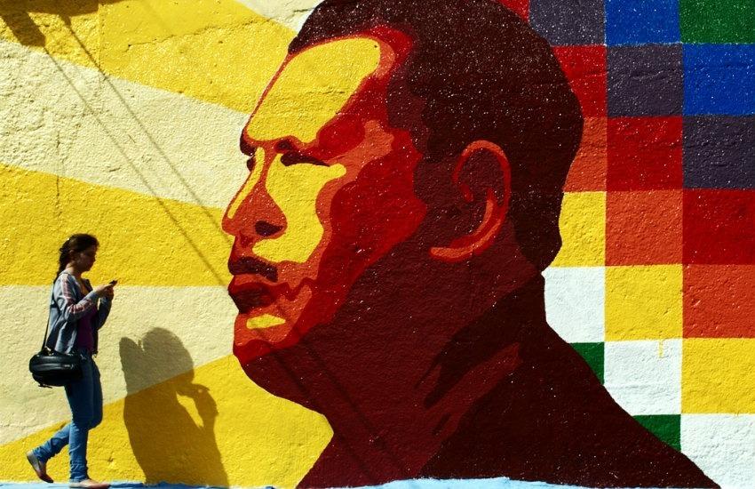 Mural conmemorativo a Hugo Chávez en Mérida, Venezuela | Fotografía: David Hernández en Pixabay. Usada bajo licencia Creative Commons.
