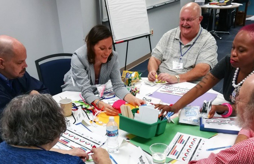 La comunidad de Ohio se volcó a las mesas de trabajo propuestas por los periodistas.