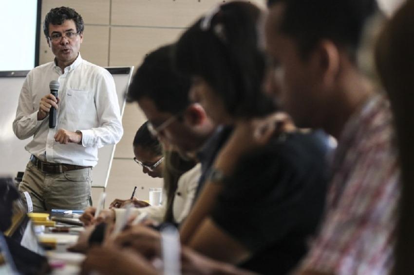 Alejandro Gaviria conversará con periodistas que cubren el sector salud. Sigue la charla en vivo