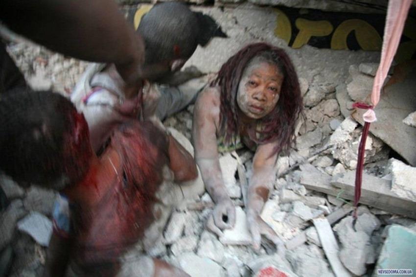 Una de las fotografías de Morel en el terremoto de Haití / NY Times