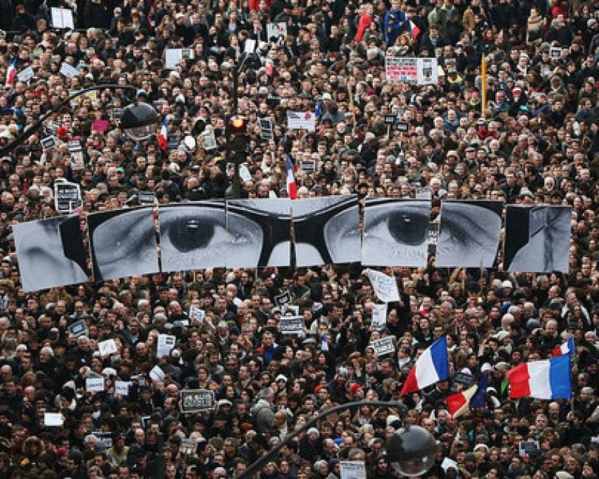 Fotografía de encabezado: Manifestación en París tras los atentados / Fotografía: Ben Ledbetter en Flickr / Usada bajo licencia Creative Commons