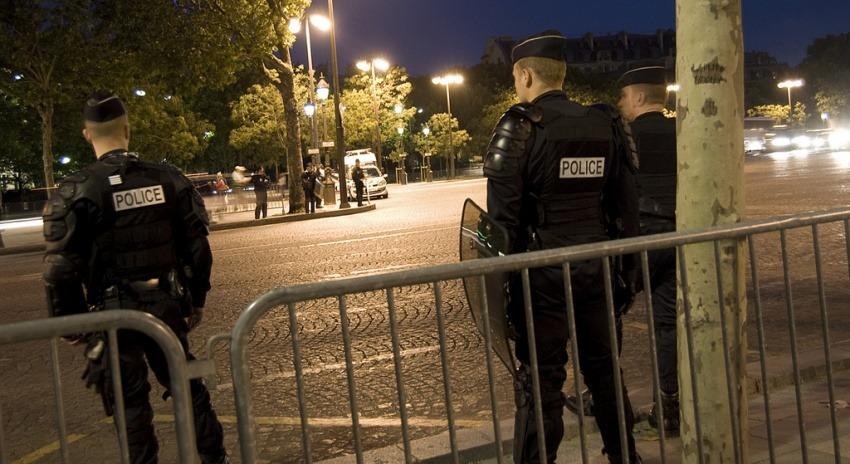 Policías en París / Fotografía: Pablo Ibáñez en Flickr / Usada bajo licencia Creative Commons