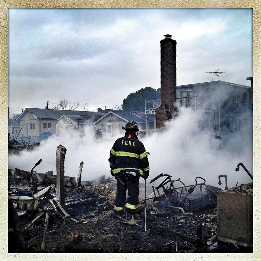 El periodista Ben Lowy cubrió el paso de la tormenta Sandy con su smartphone / American Photo