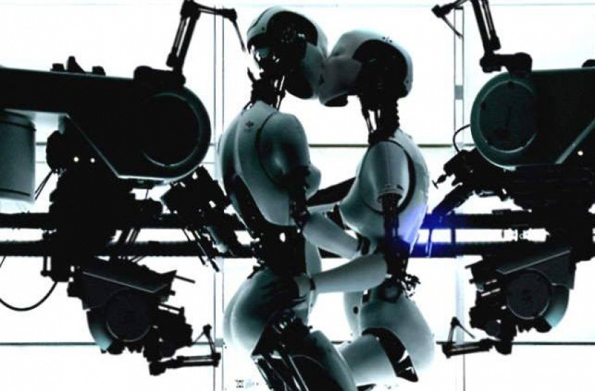 "Imagen del video ""All is full of love"" de Björk dirigido por Chris Cunningham (1999)"