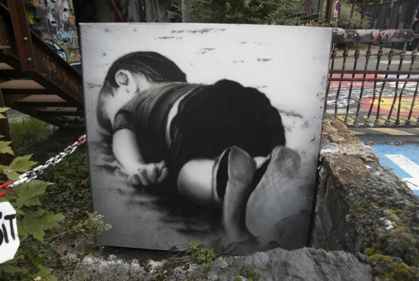 Homenaje a Aylan Kurdi / Thierry Ehrmann en Flickr | Usada bajo licencia Creative Commons