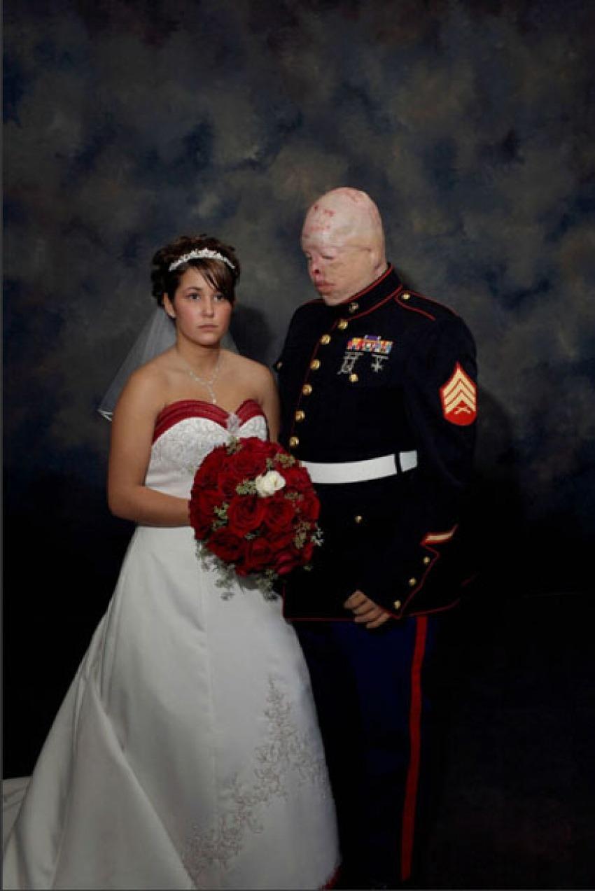 """Fotografía de la serie """"Marine Wedding"""". Nina Berman. Derecho reservado © Nina Berman"""