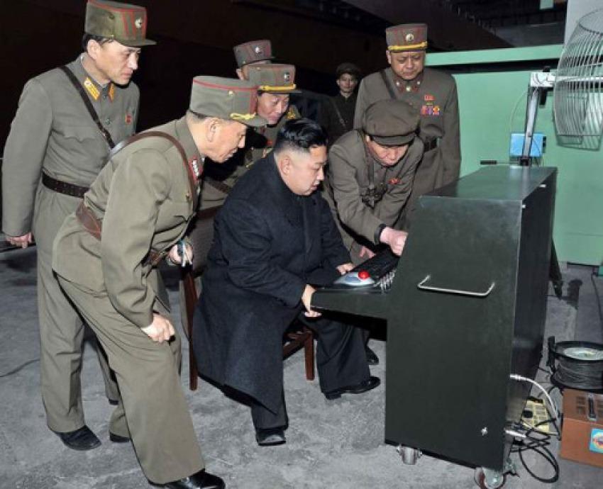 El líder norcoreano Kim Jong Un / kimjongunlookingatthings.tumblr.com
