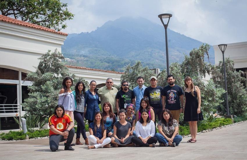 13 periodistas de ocho países participaron en el Taller reportaje sonoro y temas urbanos. Foto: Manolo Rivera.
