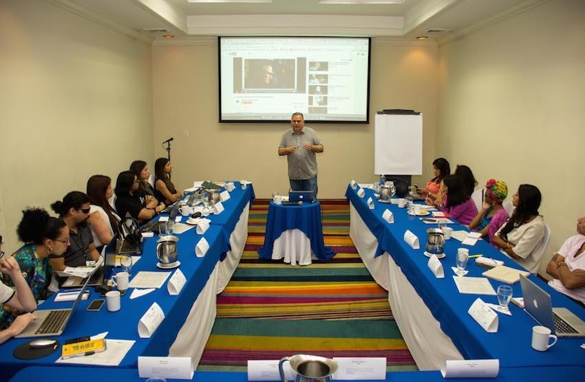 13 periodistas participaron en el Taller reportaje sonoro y temas urbanos. Foto: Roberto Osorio/FNPI.