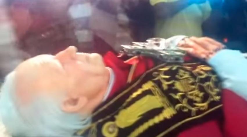 ¿Es cierto que el cuerpo incorrupto del papa Juan Pablo II fue exhumado?... ¡Responde nuestro quiz de noticias!