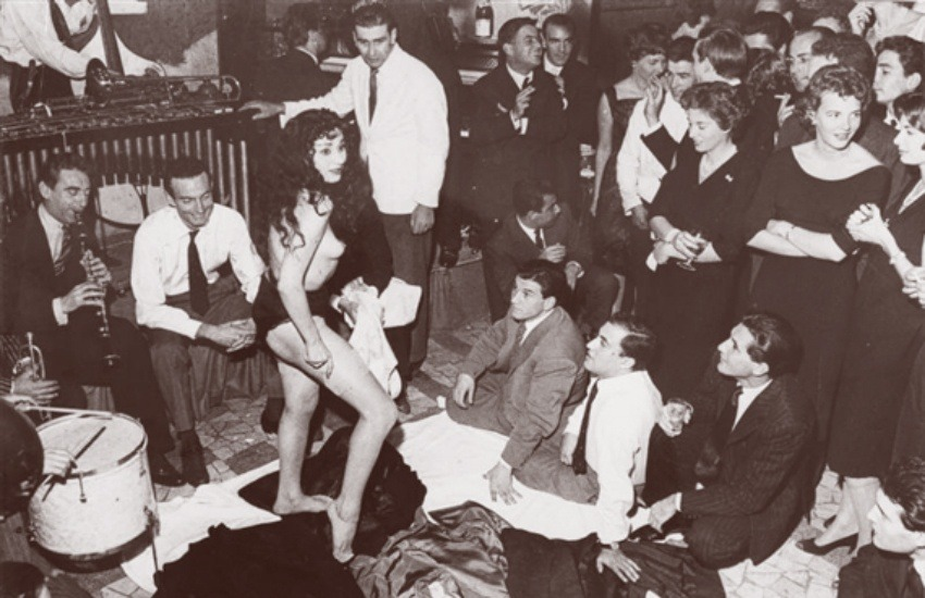 Ayşe Nanà baila en Rugantino. 1958 | Fotografía: Tazio Secchiaroli | Usada bajo licencia Creative Commons