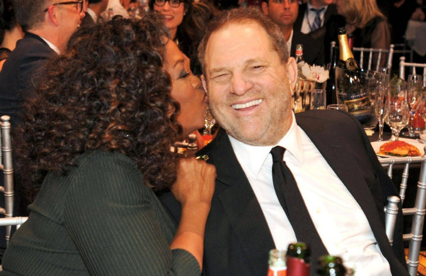 ¿Es auténtica la fotografía de Oprah Winfrey besando a Harvey Weinstein?... ¡Responde nuestro quiz semanal de noticias!