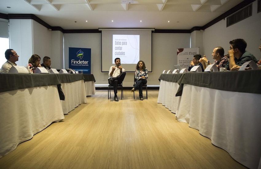 Ernesto Cortés y Ginna Morelo durante el taller en Medellín el 21 de marzo de 2018. Foto: David Estrada Larrañeta / FNPI.