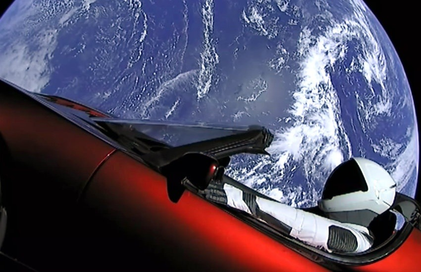 El Tesla Roadster de Elon Musk fue adaptado como simulador de masa para el vuelo inaugural del cohete Falcon Heavy.
