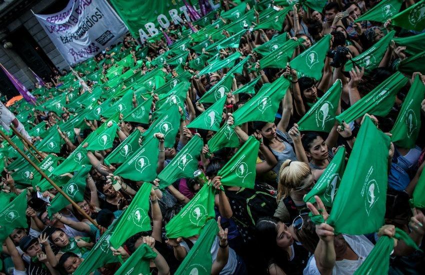 Fotografía tomada de abortolegal.com.ar. Muestra a mujeres reunidas en el Día Internacional de Acción por la Salud de las Mujeres