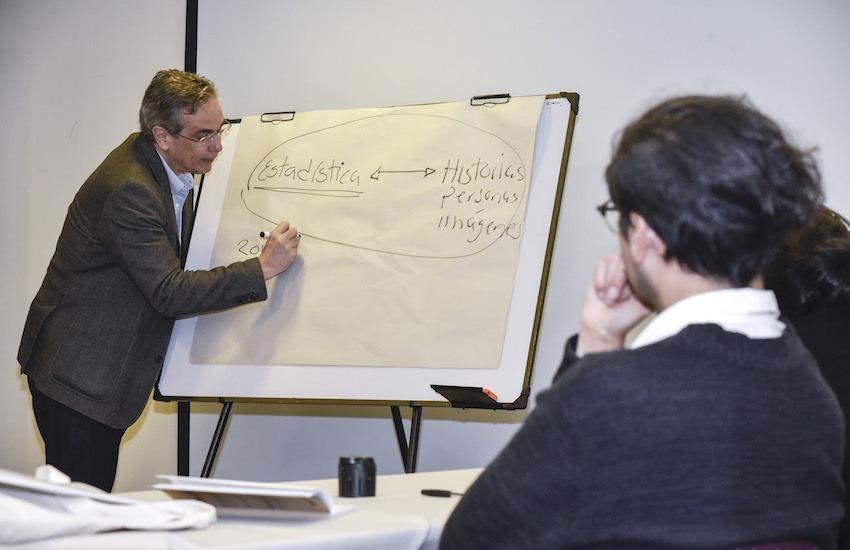 El mexicano Luis Miguel González, director editorial de El Economista, condujo el Seminario periodístico Alianza del Pacífico. Foto: Guillermo Legaria  / FNPI