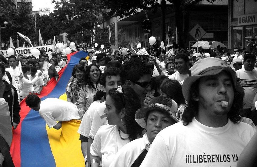 Imagen de la marcha por la paz el 20 de julio de 2008. Fotografía: Marco Suárez en Wikimedia Commons | Usada bajo licencia Creative Commons
