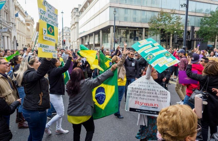 Manifestación de brasileños en Londres previa a la primera vuelta | Fotografía: R4vi en Flickr | Usada bajo licencia Creative Commons