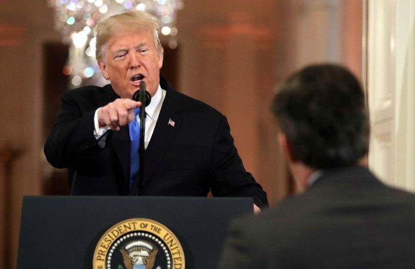 Donald Trump en uno de sus enfrentamientos con Jim Acosta | Fotografía: Cortesía USA Today.
