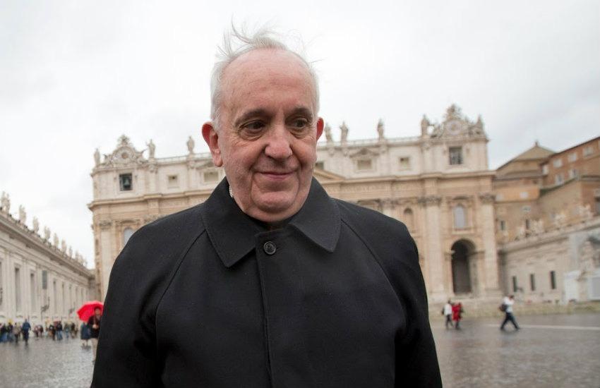 ¿Es cierto que el papa Francisco se disfraza para salir a ayudar a las personas sin techo en las noches?... ¡Responde nuestro quiz de noticias!