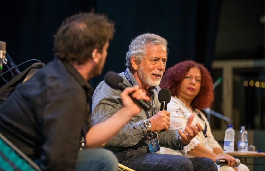 Gustavo Gorriti (Perú), Jacobo García (España) y Luz Mely Reyes (Venezuela) en el Hay Festival 2019. Foto: Casa Productora / FNPI.