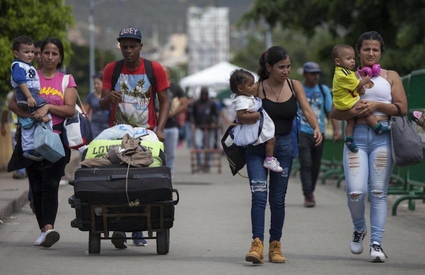Venezolanos cruzan el Puente Internacional Simón Bolívar hacia la ciudad de Cúcuta, Colombia. Foto: Fabio Cuttica / ACNUR.