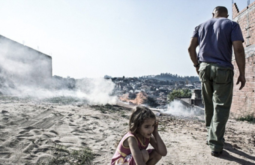 """""""Talita Virginia humaniza la violencia urbana en Brasil desde lo más íntimo, desde la vida de su propia familia"""", destaca Stephen Ferry."""