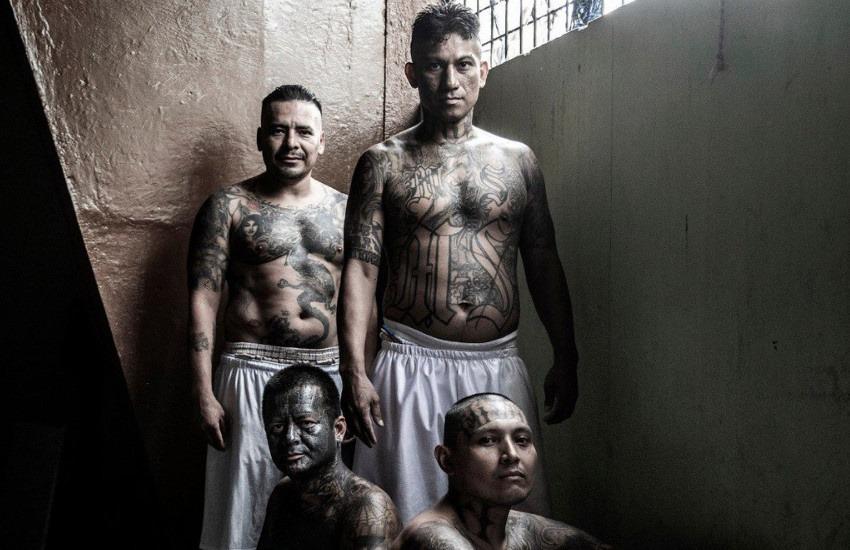 ¿Todos los expandilleros graban una X sobre sus tatuajes?... Stephen Ferry cuestiona los argumentos de Javier Arcenillas, autor de esta imagen ganadora del premio POY Latam 2019.