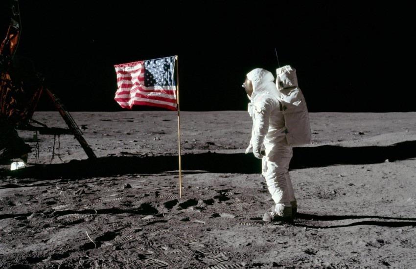 ¿En realidad la llegada del hombre a la Luna fue un montaje hecho en Hollywood?... ¡Responde nuestro quiz de noticias!