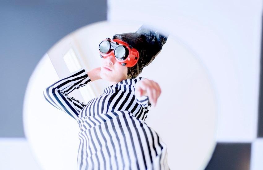 El periodismo performático promueve la generación de cruces entre periodismo y artes plásticas, fotografía, cine, teatro, performance, danza, música, electrónica, o cualquier otra disciplina del arte. Foto: Mohammad Metri - Unplash.