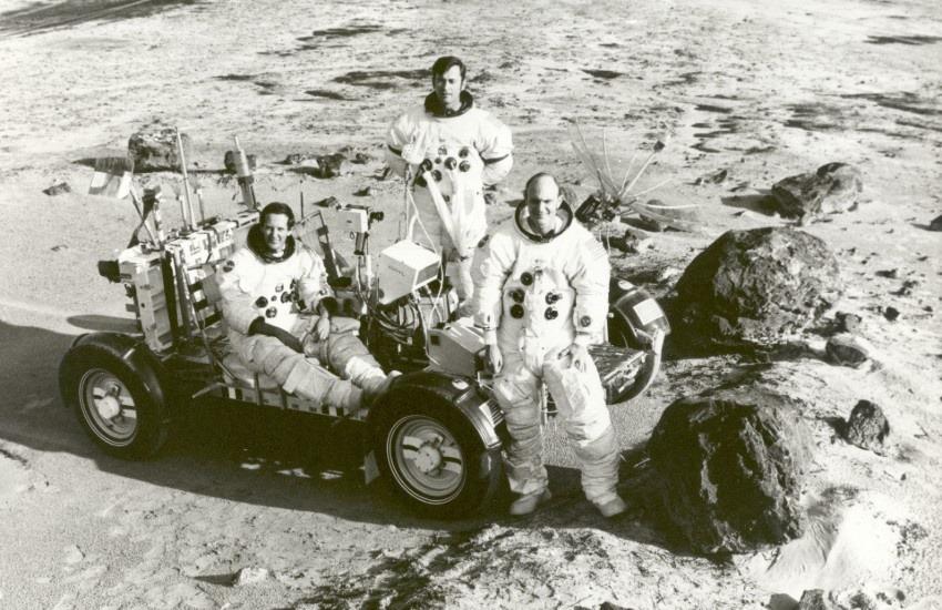 ¿Esta fotografía de astronautas en la luna sin casco demuestra que las misiones Apolo fueron un fraude?... ¡Responde nuestro quiz de noticias!