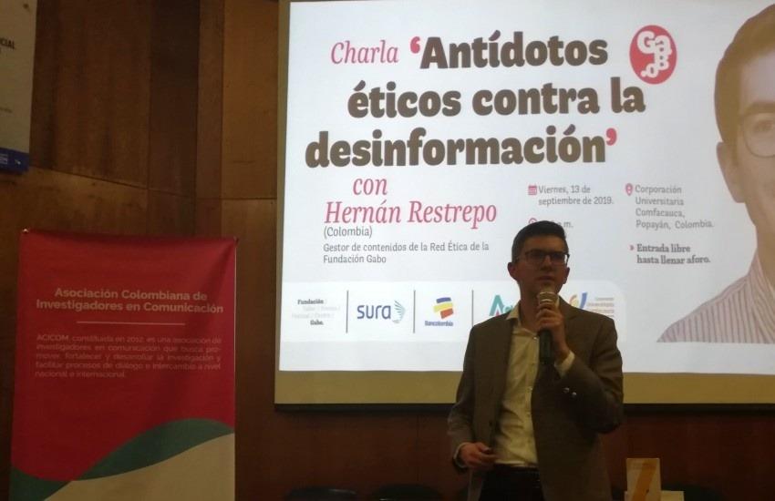 Hernán Restrepo, gestor de contenidos de la Red Ética, presentando el taller en Popayán. Fotografía: Yorley Ruiz.