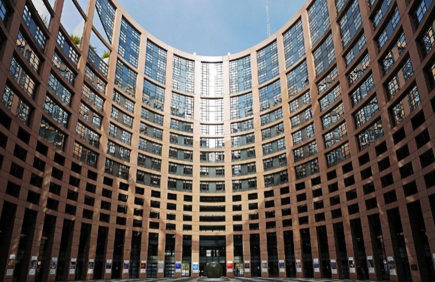 El Parlamento Europeo. Fotografía: hpgruesen en Pixabay. Usada bajo licencia Creative Commons.