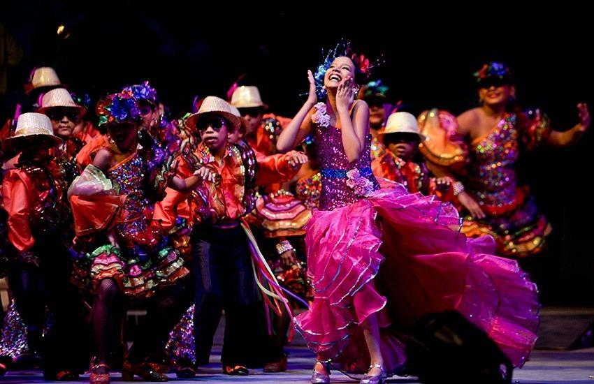 Cristina Amortegui, bailando en la lectura del Bando del Carnaval de Barraquilla. Joaquín Sarmiento/Archivo FNPI