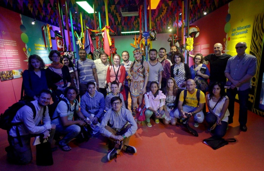 Participantes de la Beca Gabo 2013 en la Casa del Carnaval durante el módulo de Cultura Popular. 2013