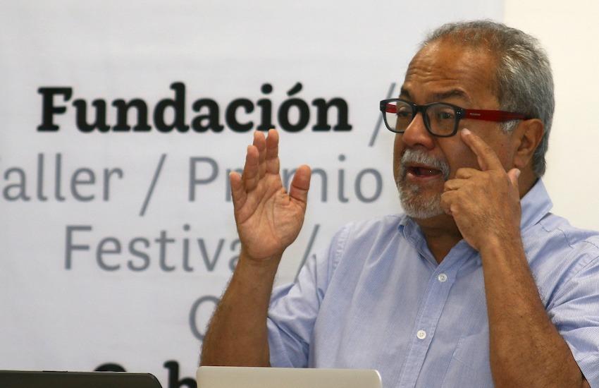 Tulio Hernández durante un taller en 2019. Foto: Archivo Fundación Gabo.