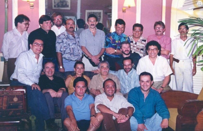 Tomás Eloy Martínez, junto a Gabo y los participantes del primer taller que dictó en la FNPI.