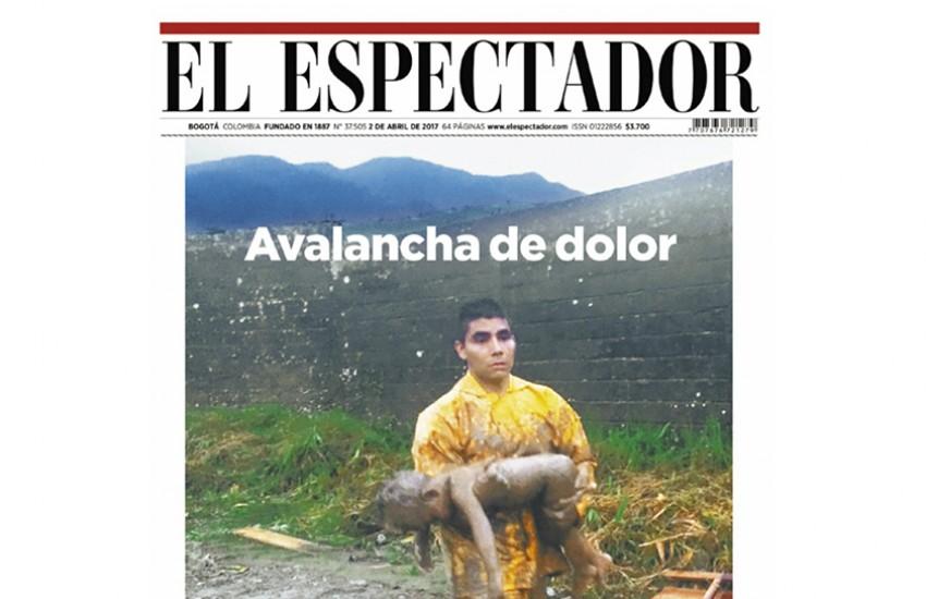 Esta fotografía tomada por los bomberos en medio de la tragedia de Mocoa, Putumayo, fue portada en El Espectador del domingo 2 de abril.
