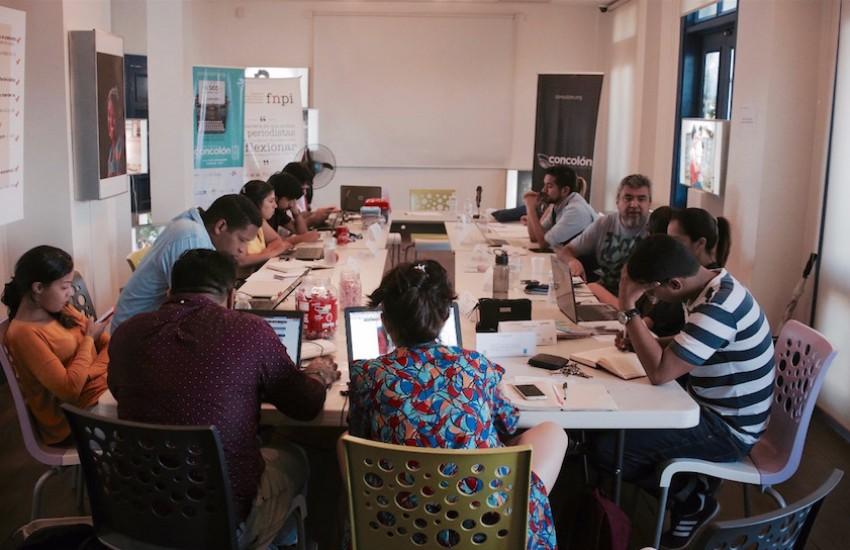 Los participantes del taller 'Contar la ciudad' leyeron los primeros borradores de sus historias. Foto: José Yau.
