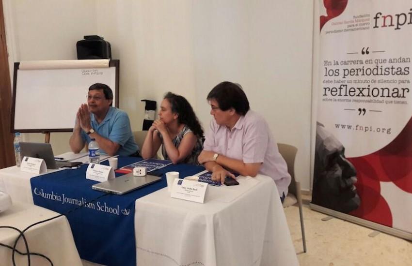 Ernest Sotomayor, director de Iniciativas para América Latina de la Escuela de Periodismo de la Universidad de Columbia; Francisca Skoknic, directora de la Escuela de Periodismo de la Universidad Diego Portales en Santiago, y Jaime Abello Banfi, director de la FNPI, durante la apertura del curso que se realiza en Cartagena.
