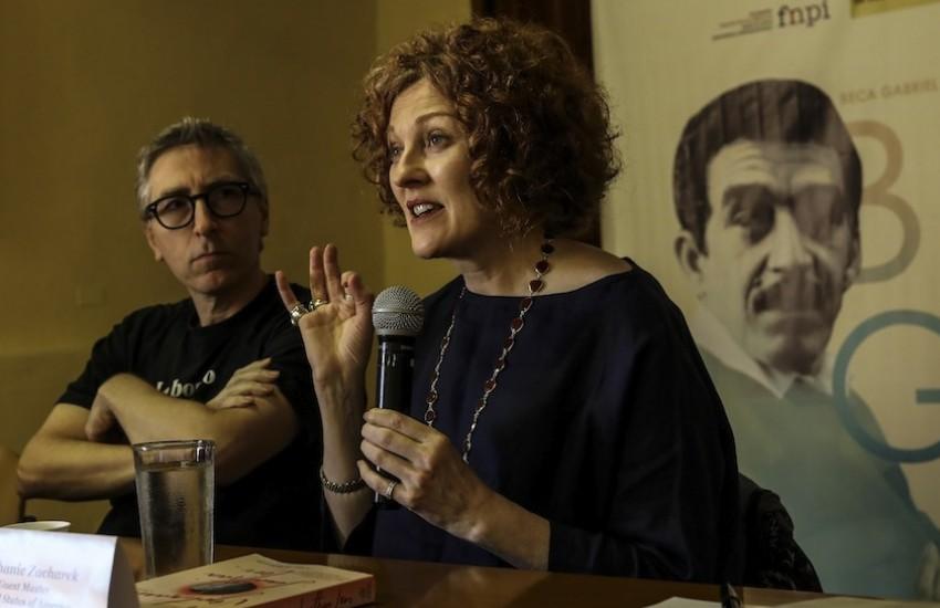El cineasta y periodista David Trueba y la crítica de cine Stephanie Zacharek. Foto: Joaquín Sarmiento / FNPI.