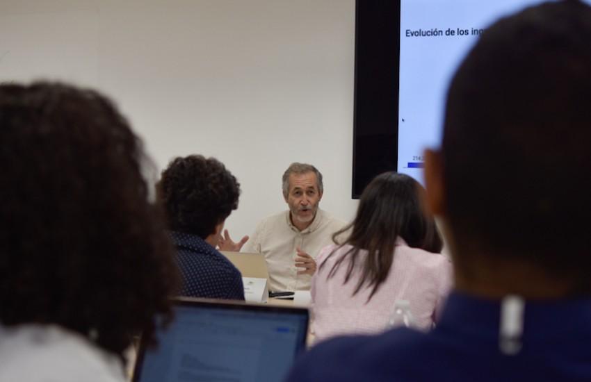 Gumersindo Lafuente dirigió en Barranquilla el taller 'Periodistas cercanos con herramientas poderosas'. Foto: Carlos Torres Herazo / FNPI.