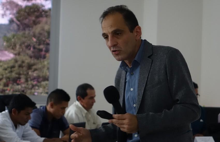 Marcelo Franco en el taller 'La industria petrolera como asunto periodístico'. Mocoa, Putumayo. 29 de septiembre de 2018.  Foto: Laura Gracia / CdR.