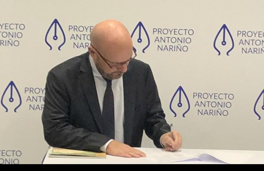 Alberto Brunori, representante del Alto Comisionado de la Organización de las Naciones Unidas (ONU) en Colombia, firmó el pacto como testigo del mismo. Foto: @ONUHumanRights