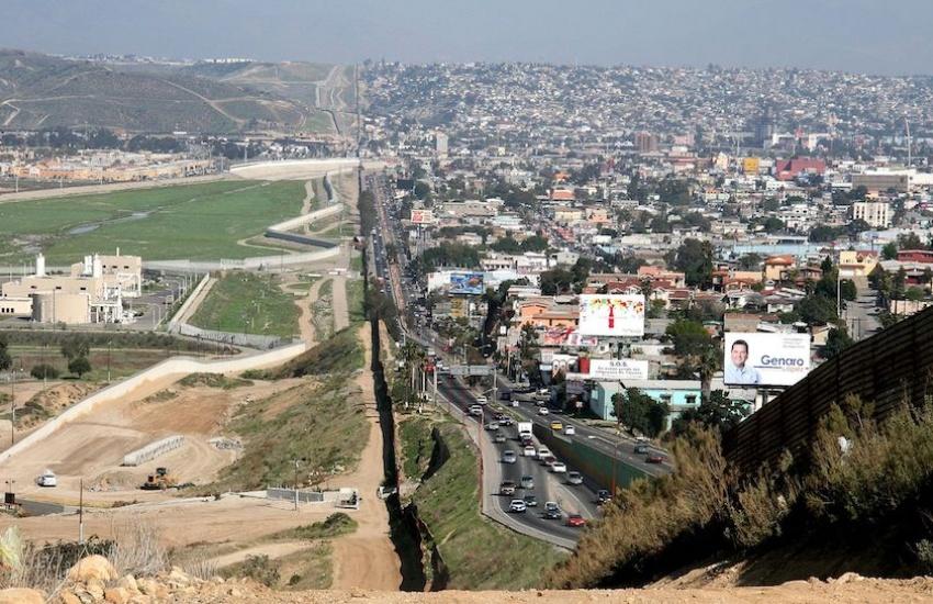 Frontera entre San Diego (Estados Unidos) y Tijuana (México). Foto: Wikimedia Commons.