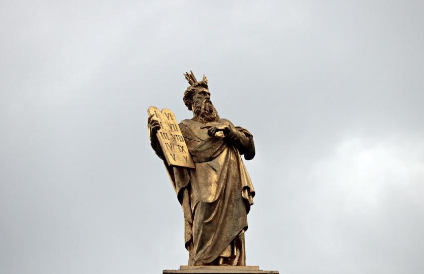 Fotografía: El Moisés de Brujas, Bélgica. Pixel 2013 en Pixabay. Usada bajo licencia Creative Commons.